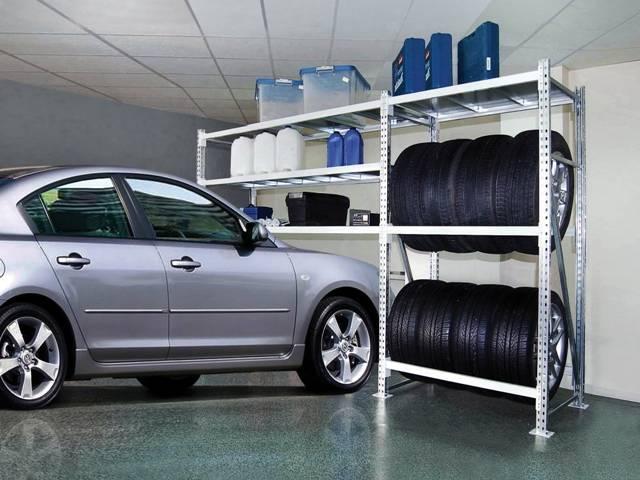 Стеллажи для гаража: фото - примеры.  Передвижные стеллажи оснащены колесиками, так что их можно передвигать с места...